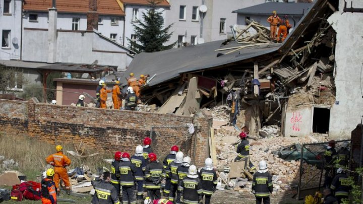 Poland: at least 4 Killed, 24 Injured including children in Building Collapse
