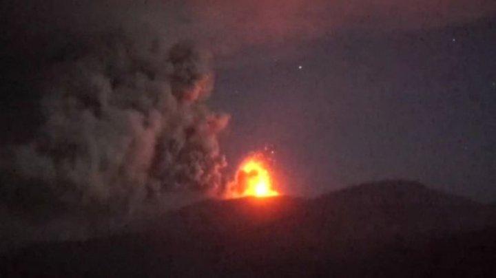 Japan warned over James Bond volcano ERUPTS