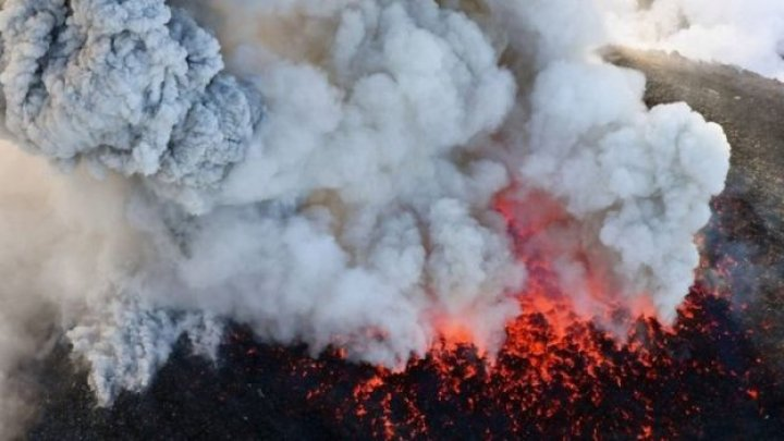 Japan warned over James Bond volcano ERUPTS