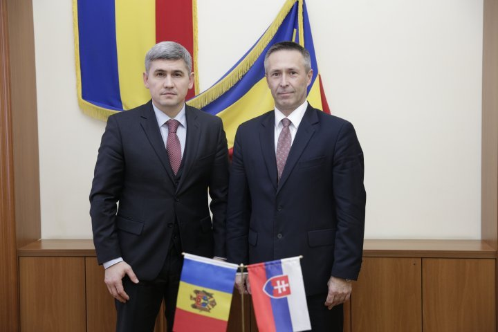 Development possibilities of relationship between MAI and Slovakia Republic discussed in Chisinau