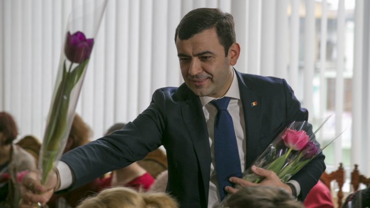 Chiril Gaburici visits Moldova's oldest clothing factory and hands female employees flowers