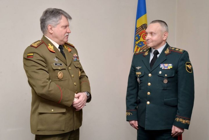Regional security, topic in meeting between Minister Eugen Sturza and  Chief of the Lithuanian Defense Staff