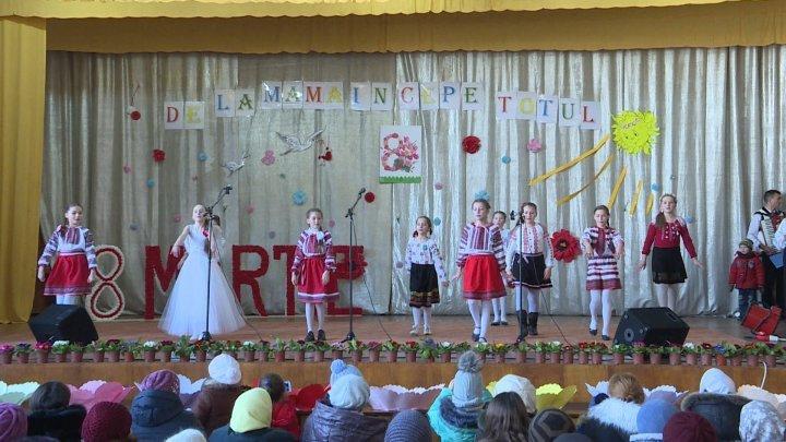 Flowers and concert dedicated to Women in Orhei's Pelivan commune