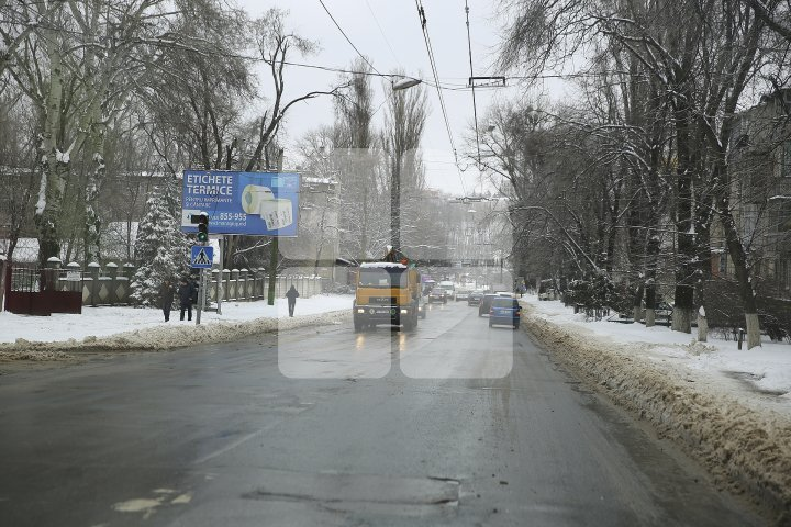 How Chisinau looks like after rare snow in spring (Photoreport)