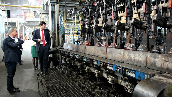 Minister Gaburici at Glass Factory: State-owned enterprises shouldn't make less profit than private companies