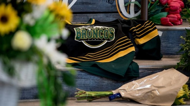 Canada in mourning after 15 die in hockey team bus crash