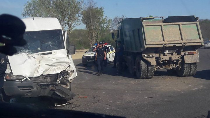 Truck hit minibus: Nine of ten victims discharged. Child remains under supervision