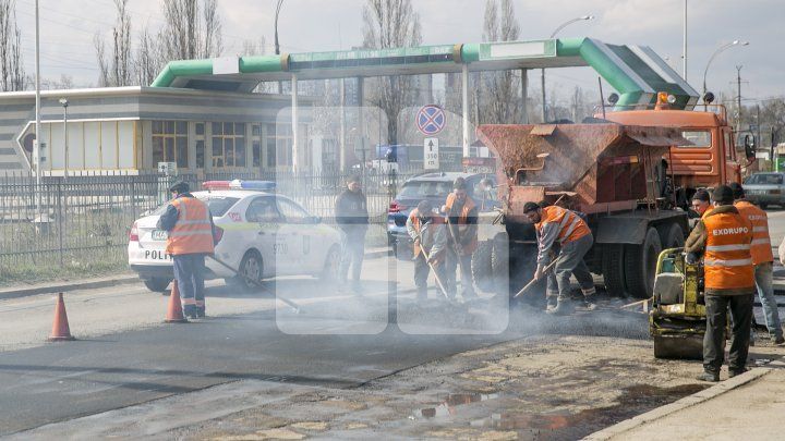 Potholes on roads repaired in Capital (photoreport)