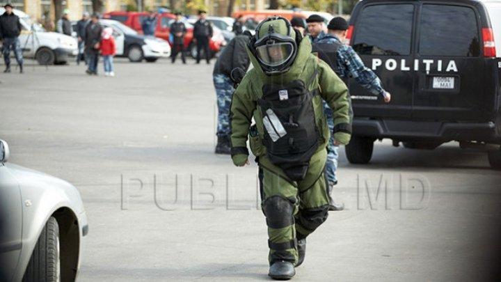 Bomb scare at Botanica Education Directorate. Squad deployed on the scene