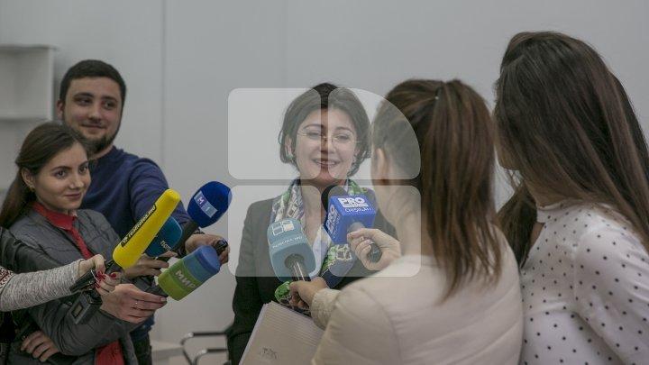 Silvia Radu submits CEC all signatures to run for Mayor of Chisinau
