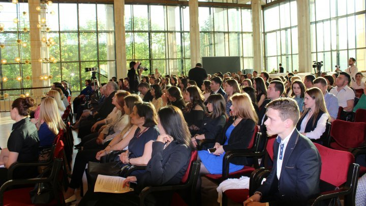 50 best students from Moldova were awarded with 12 000 lei each