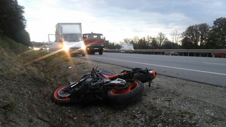 Motorcyclist killed after hitting pedestrian walking irregularly on road