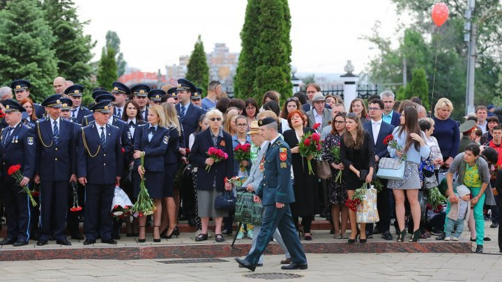 Thousands of people commemorated the fallen heroes from WWII at Eternitate Memorial Complex (Photo)
