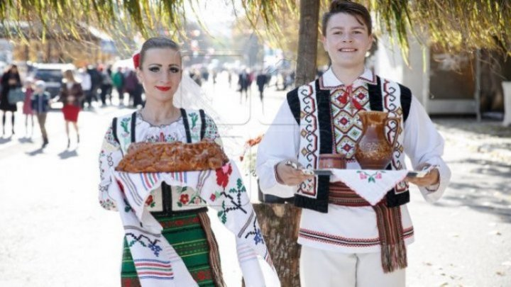 Zberoaia and Bălăureşti locals celebrate anniversaries with honored guests