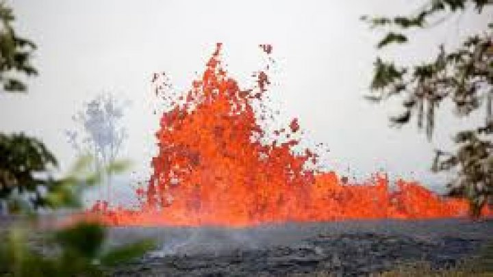 Hawaii volcano: Man suffers serious leg injury as lava bomb threatens escape routes
