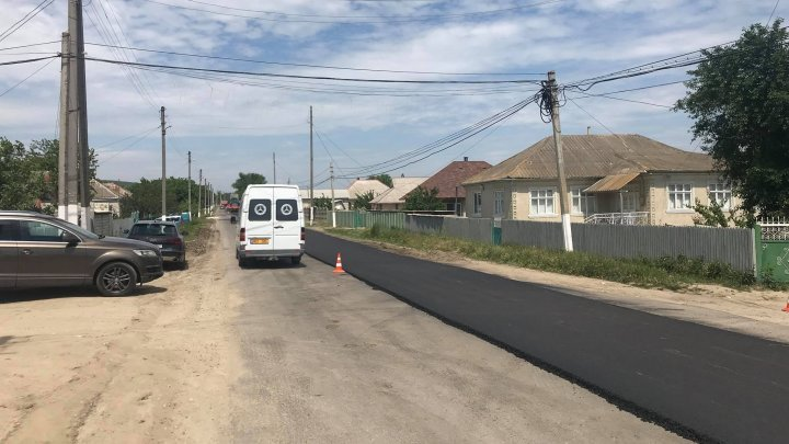 Minister Chiril Gaburici inspected parts of repaired roads in Hancesti