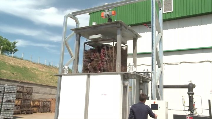 Premiere in Moldovan agriculture. New equipment treats cross-cutting affected by diseases