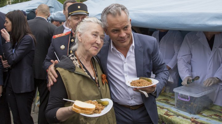 Vlad Plahotniuc celebrated Victory Day with War Veterans in front of the Nativity Cathedral (PHOTOREPORT)