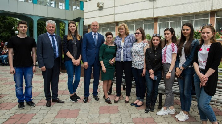 Premier Pavel Filip and Commissioner Corina Crețu hold public lecture with students