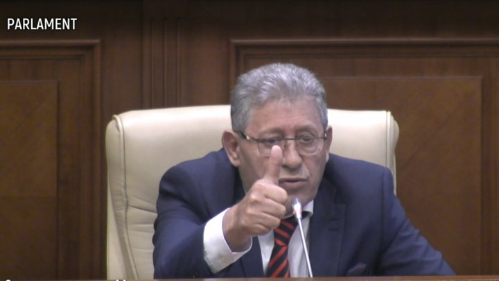 Mihai Ghimpu lauds Premier in Parliament meeting