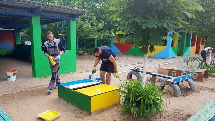 Better conditions for children from Kindergarten No. 47. Playground was cleaned are repainted