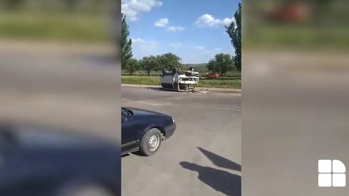 Car hit violently bus 148 in Ciorescu of Capital