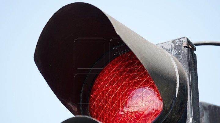 Traffic light shuts down at intersection Stefan cel Mare - Alexandru Puşkin