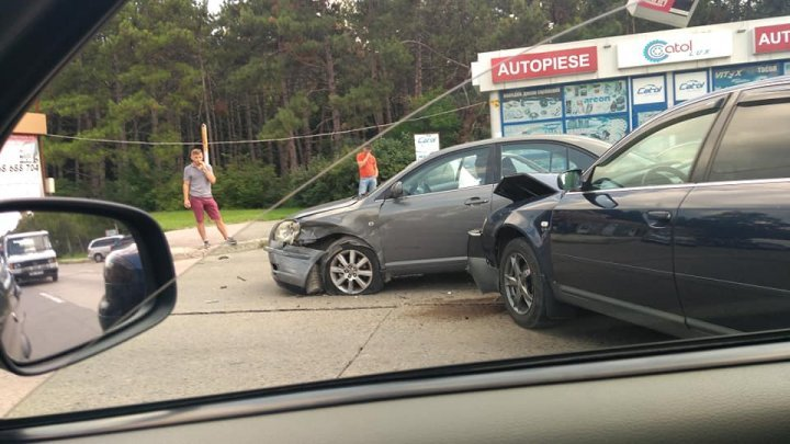 Greave accident on Calea Iesilor street. Two cars crashed (PHOTO)