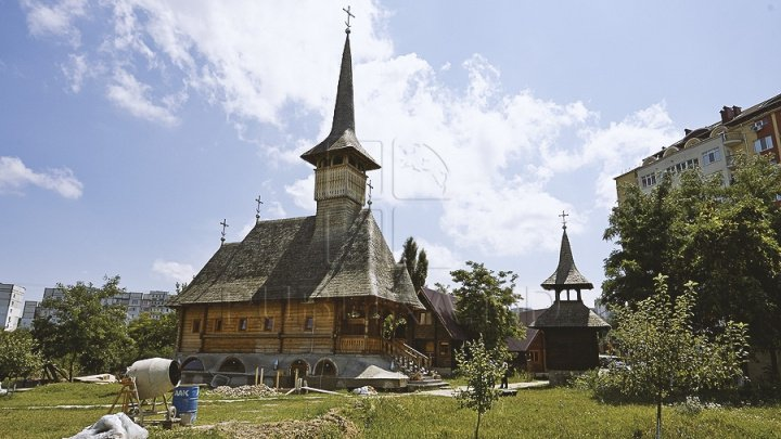 Wooden church built on courtyard of Criuleni Hospital