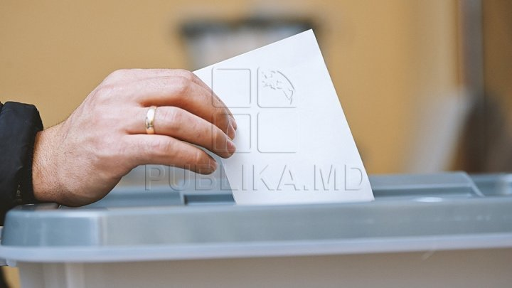 What do Chisinau mayoral candidates claim after casting votes in local election?