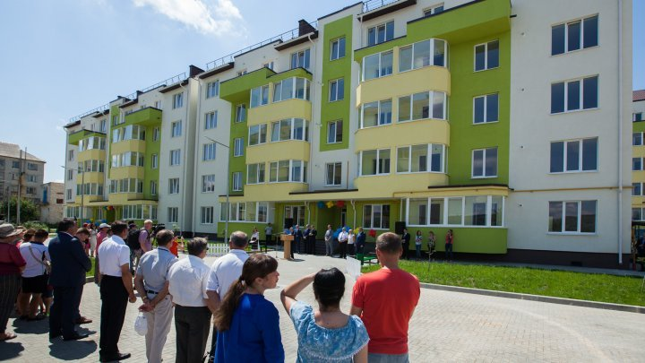 93 families receive new social apartments in Nisporeni