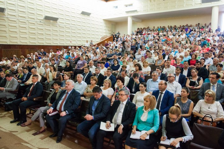 Premier Pavel Filip met with local authorities, entrepreneurs and youth from Criuleni