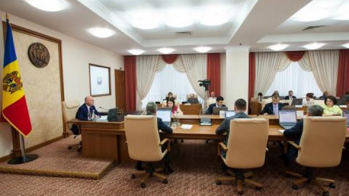 Government endorsed legislative projects to modernize electricity and natural gas networks