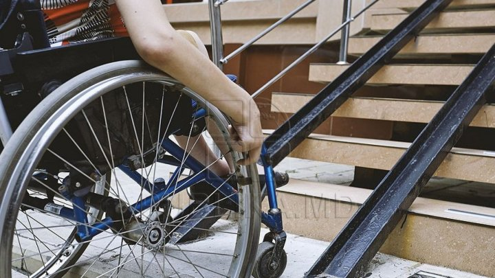 Persons with severe disabilities to benefit monthly allowance of 820 lei