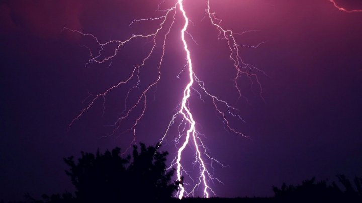 Chişinău-Saint Petersburg plane struck by lightning after takeoff 10 minutes