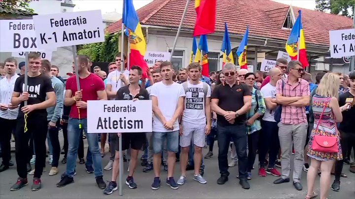 Sport federations rally before PAS headquarter as rejection to Maia Sandu's declarations