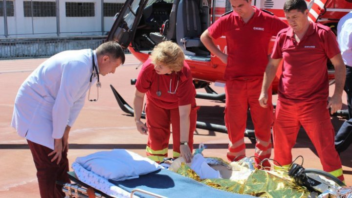 SMURD team from Galati intervened to transport girl from Cantemir to Chisinau