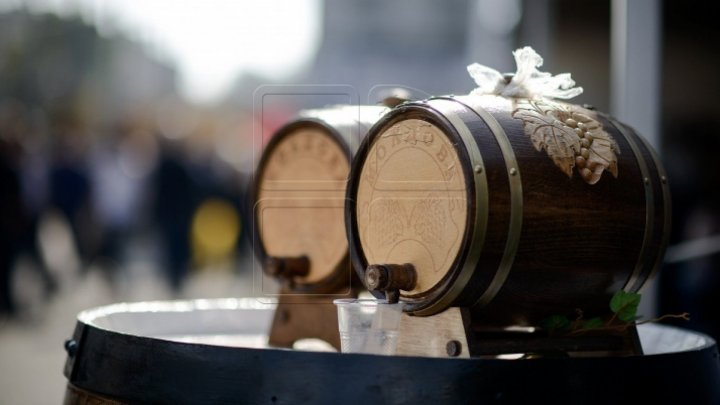 Moldovan people and foreign tourists heartened by Wine Festival 'Mai vin'