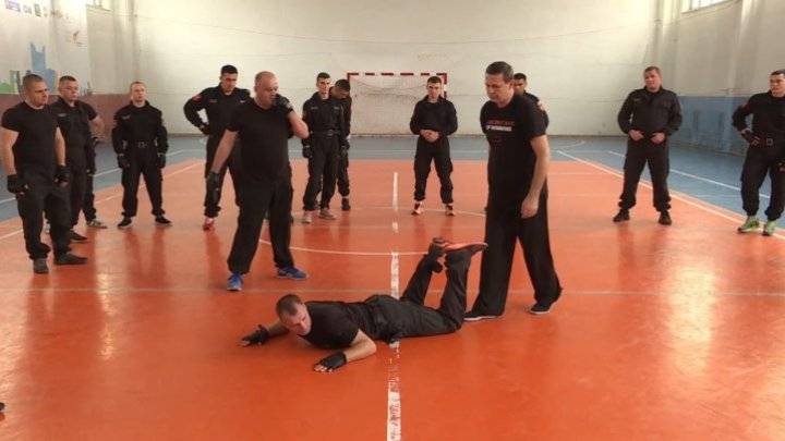 60 riflemen and border guards learned self-defense procedures from Sensei Victor Panasiuc