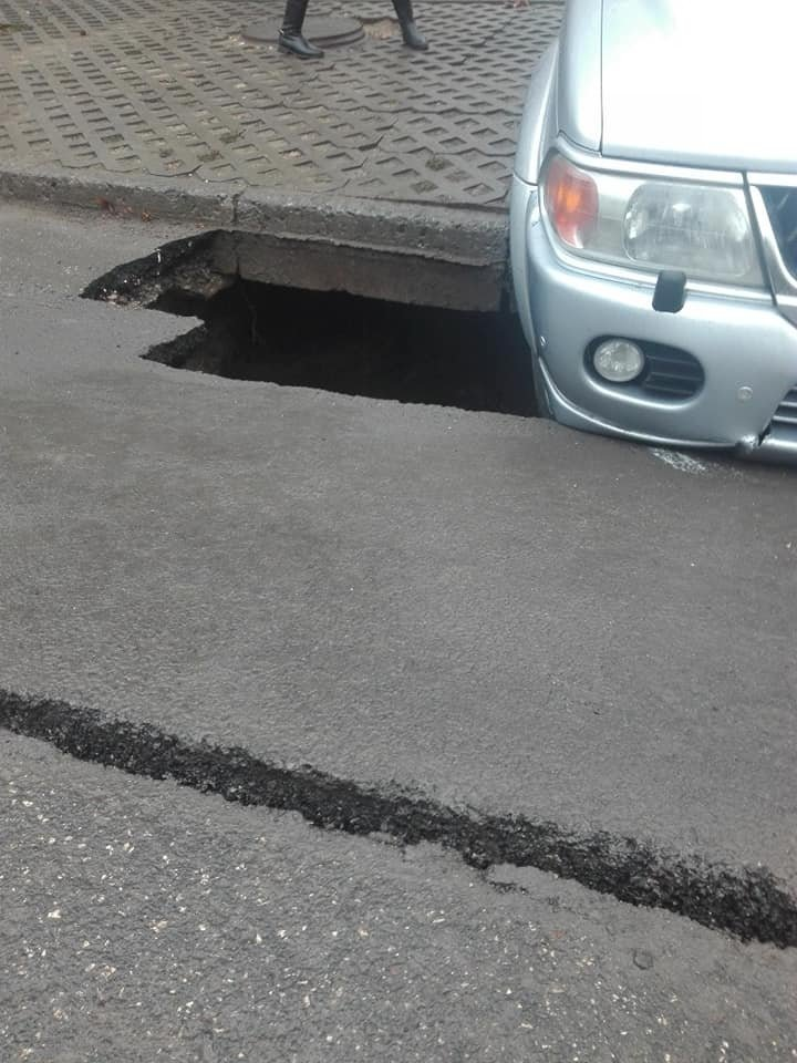 Car fell into a hole place behind the Parliament's building. Is the driver Parliament's employee