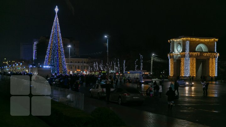 Holiday atmosphere in Capital. Christmas tree was installed in the National Assembly Square (PHOTO REPORT)