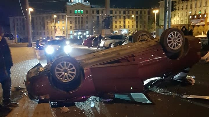Terrible accident in front of the National Hotel. Three cars collide violently after a driver fell asleep at the steering wheel