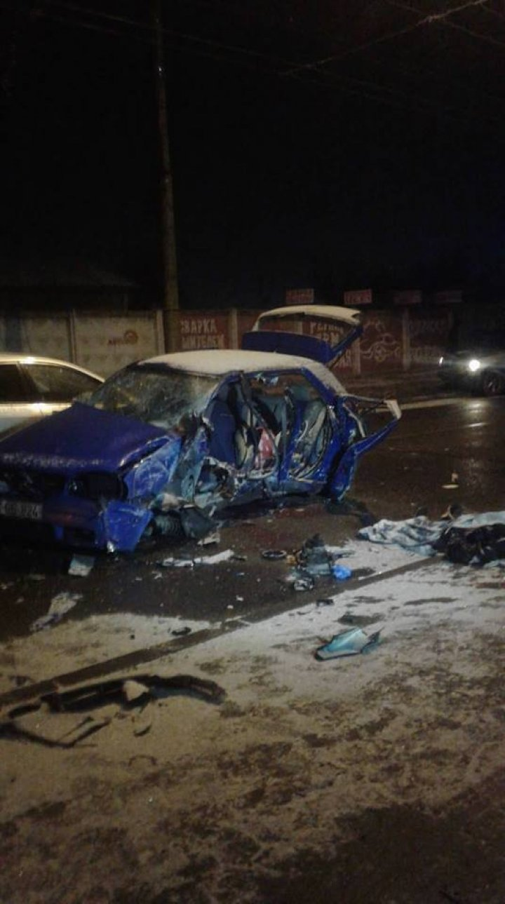 Terrible accident took place in Botanica sector of Capital. Man and woman died (Terrifying images)
