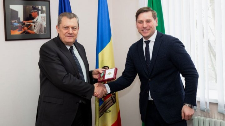 New appreciation with medal. Fredolin Lecari thanked Simion Terzioglo for cooperation