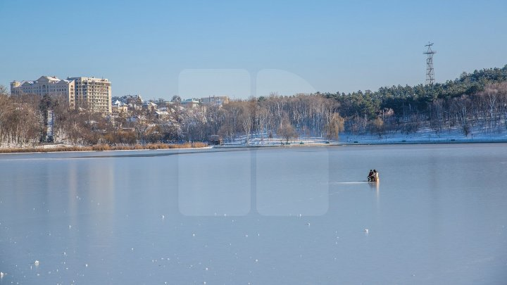 Attention! Ice on lakes and pools melts gradually, says State Hydrometeorological Service