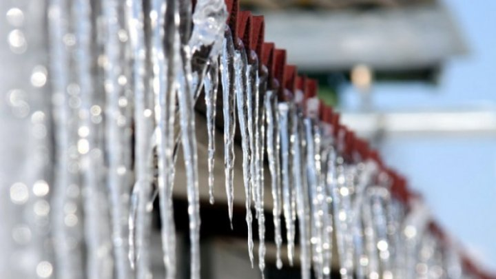 Warning: Icicles are about to fall from many buildings of Capital