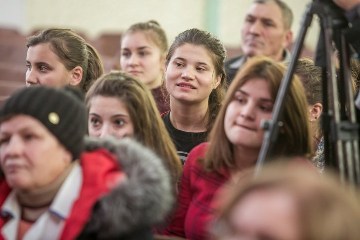 Vlad Plahotniuc at meeting with pupils and teachers in Nisporeni: System of vocational education to be reformed