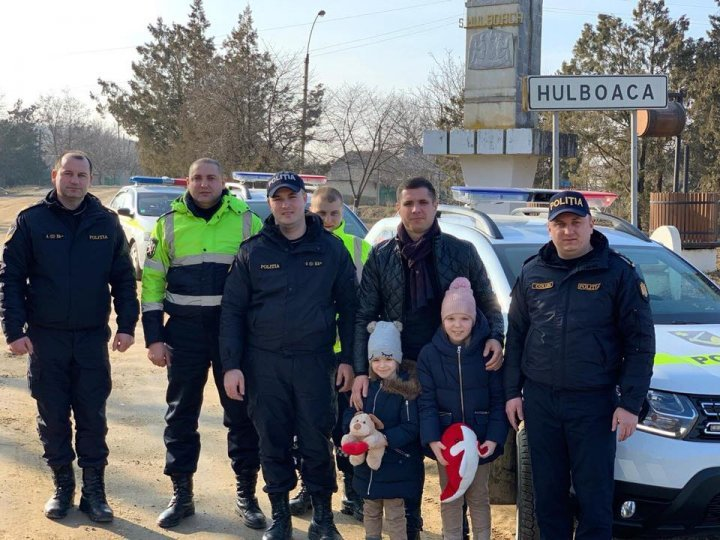 Beautiful gesture of policemen to single parent with his six children