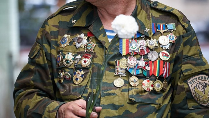Premier Pavel Filip awarded medals to heroes who fought in the Nistru war