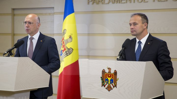 Andrian Candu requested President to stop mockery. Pavel Filip condemned Dodon's gesture which beyond limits of morality